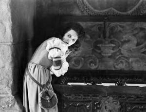 Mary-Philbin-in-Phantom-of-the-Opera-1925-